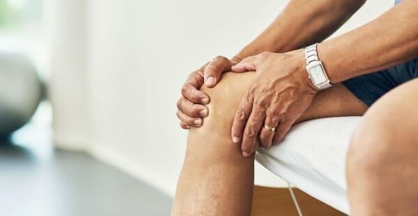odczuwalny ból kolana i dolegliwości w tym obszarze